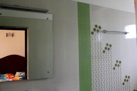 Cherai Beach Residency: bathroom