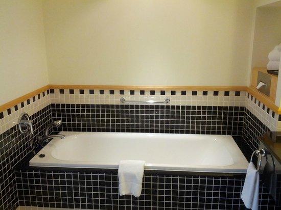 Swissotel Sydney: Bath tub