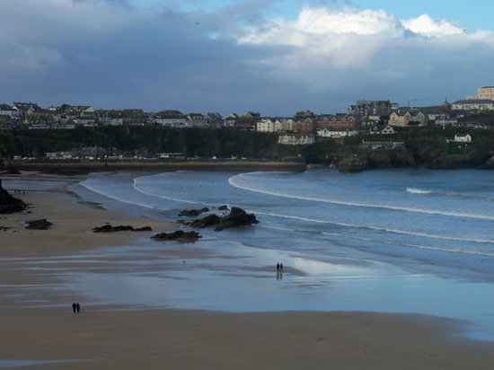 Eliot Hotel: walking along Newquay sea front