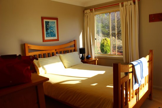 Duckmaloi Farm: Master bedroom of Wombat cottage