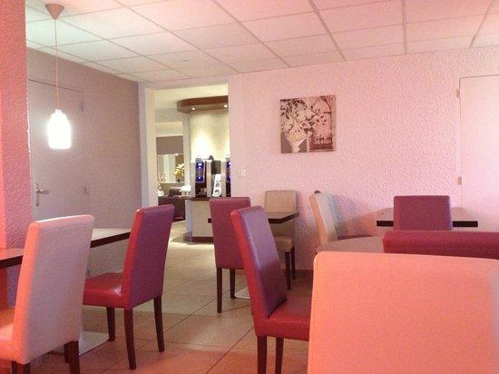 Kyriad Auxerre - Appoigny : Salle du petit déjeuner