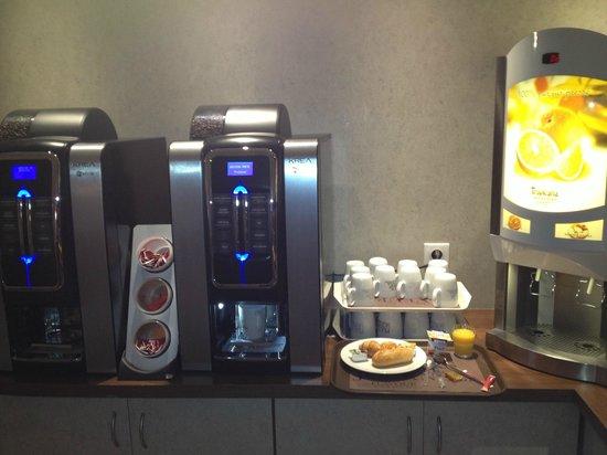 Kyriad Auxerre - Appoigny : Machines à café et jus de fruit