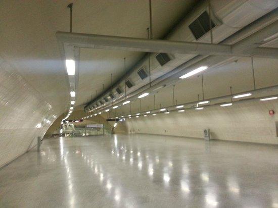 Hotel Principe Lisboa: Pasillo del estacion san sebastian