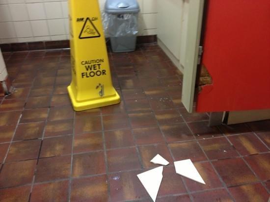 Comfort Cafe: toilet floor