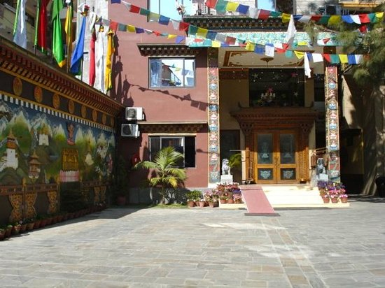 Hotel Tibet International: Hotel Entrance