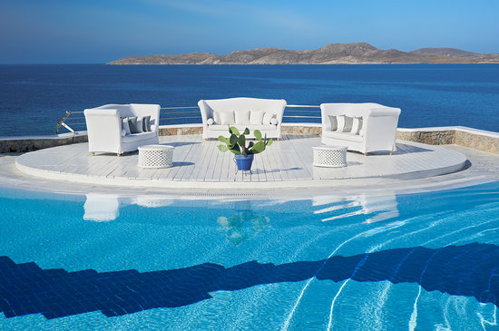 ‪‪Mykonos Grand Hotel & Resort‬: Pool and deck area‬