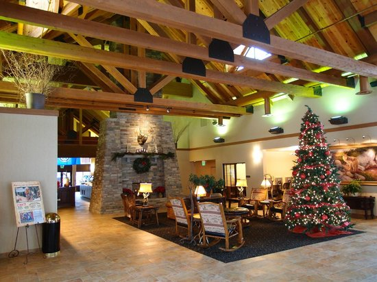 Best Western Plus Bryce Canyon Grand Hotel: Lobby with nice Christmas decoration