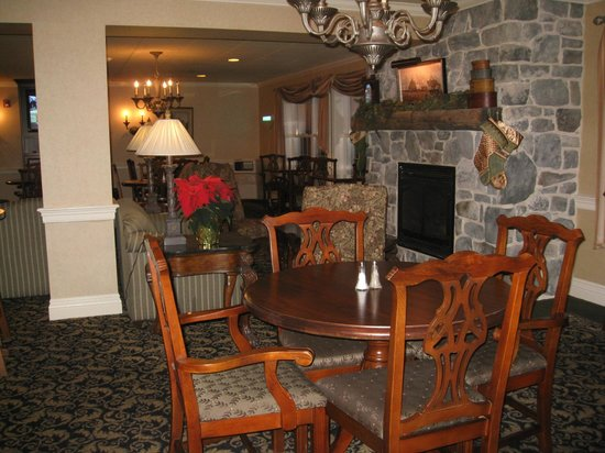 AmishView Inn & Suites: lounge area