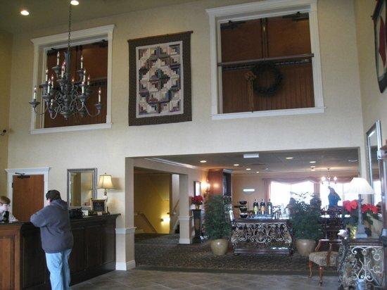 أميش فيو إن آند سويتس: hotel lobby 