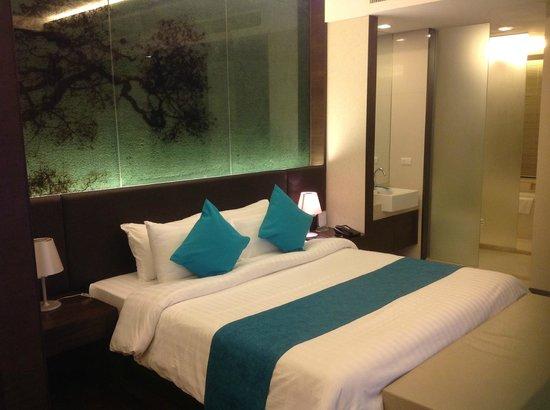 Jasmine Resort Hotel: lit king size 