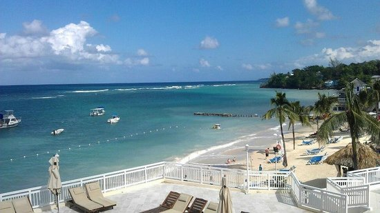Beaches Ocho Rios Resort & Golf Club: Beach from temporary restaurant area