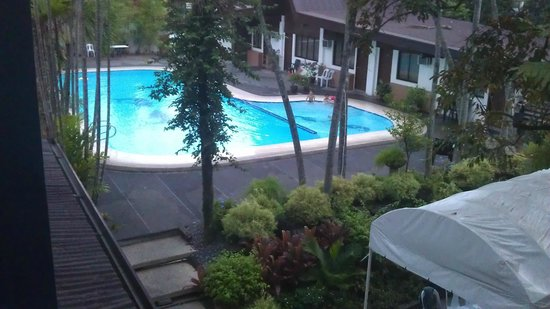Domicilio Lorenzo Apartelle: Pool area view from our room veranda