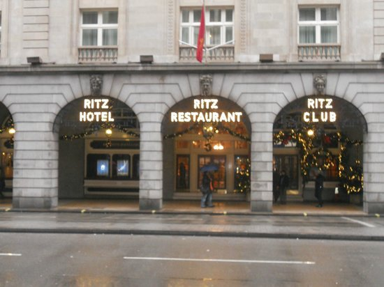 The Ritz London: Ritz Hotel London street view