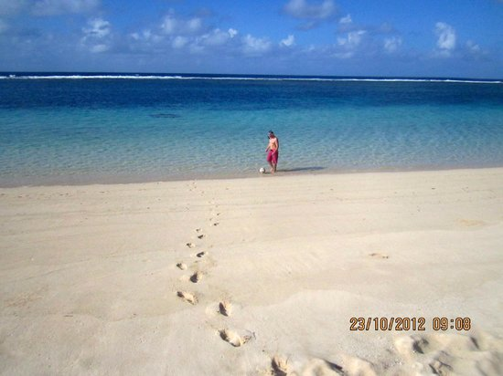 Litia Sini Beach Resort: a walk from the Fale to the water