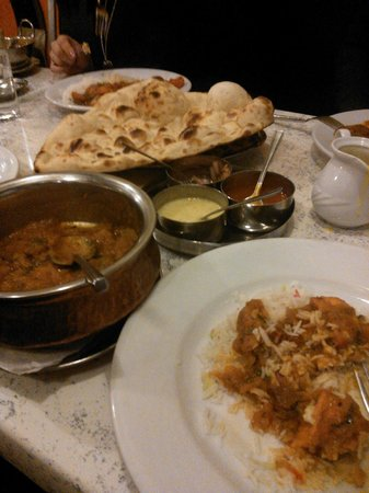 Cafe Zam Zam: Curry with naan and rice