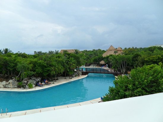 Grand Sirenis Riviera Maya Resort & Spa: One of the lovely pools