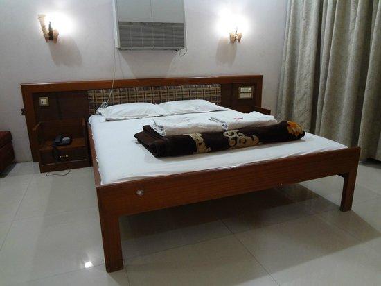 Hotel Aishwarya: Suite Room