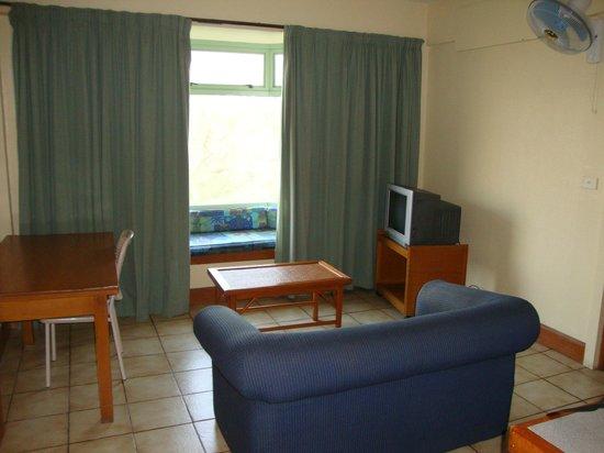 Tanoa Apartments: Living room
