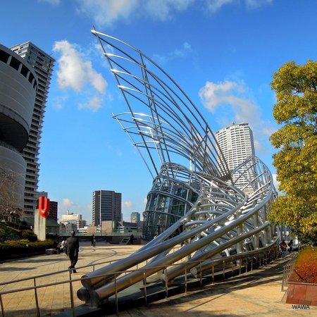 Osaka Science Museum : 隣接する国立国際美術館