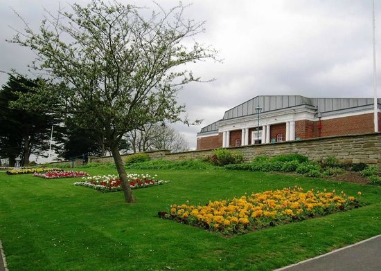 Whitby Museum: the museum and art gallery from the park