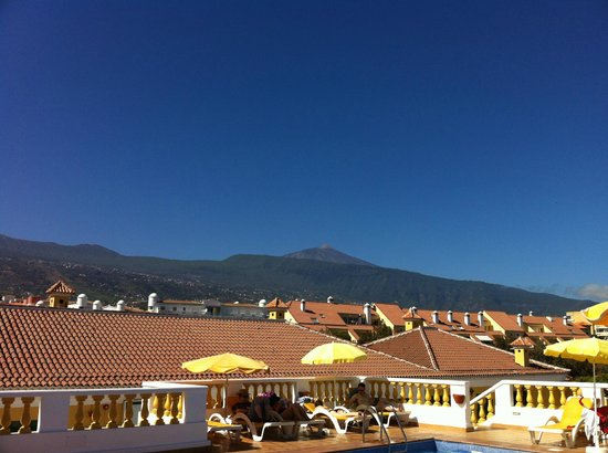 Club Tarahal: View of Teide from the pool