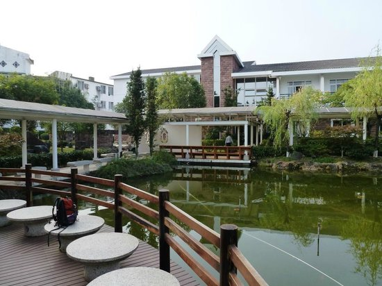 Wangfeng Garden Hotel : Hotel's 'villas' in its landscaped grounds