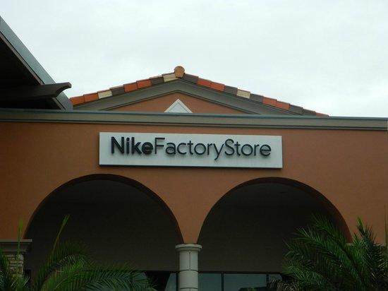 Kulai, Malasia: nike store