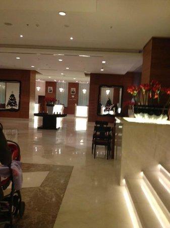 Mövenpick Hotel Ramallah: lobby
