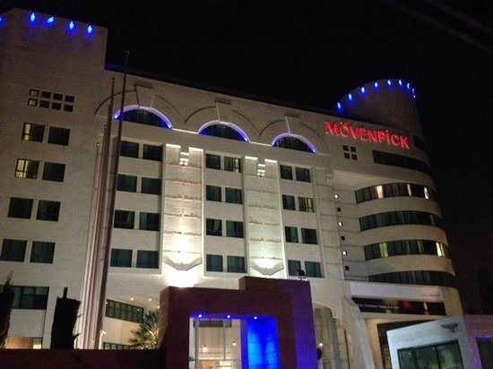 Movenpick Hotel Ramallah: hotel in night