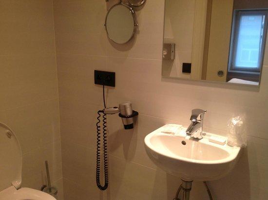 Hotel Polaris: Bathroom