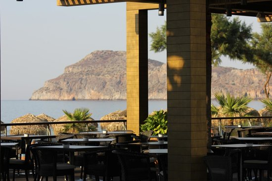 Minoa Palace Resort & Spa: Superb breakfast area with sea view