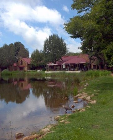 Critchley Hackle Hotel: Main building. Dining area overlooking the lake.