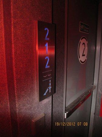 Galleria 10 Sukhumvit: Room indicator off