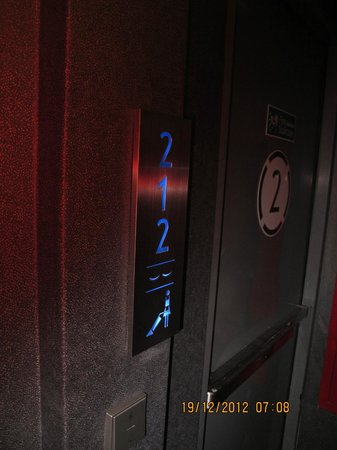 Galleria 10 Sukhumvit: Room Indicator on