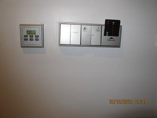 Galleria 10 Sukhumvit: Room power control
