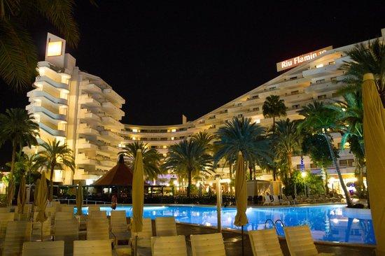 Aparthotel Riu Flamingo : Hotel In The Evening.