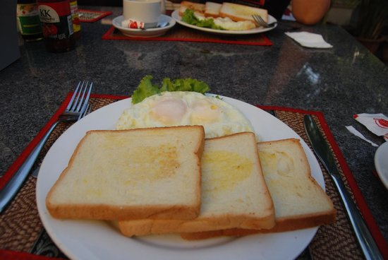 Check Inn Siem Reap: Our breakfast
