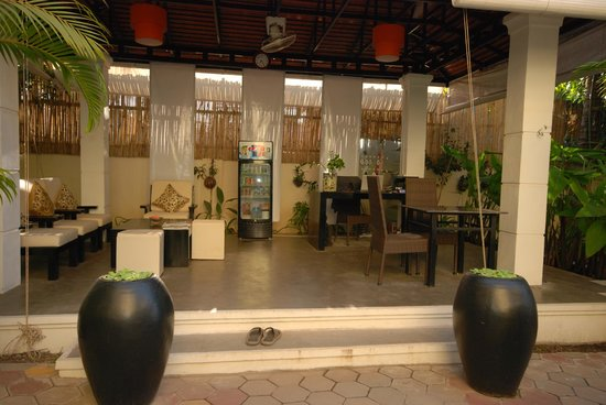 Check Inn Siem Reap: Reception