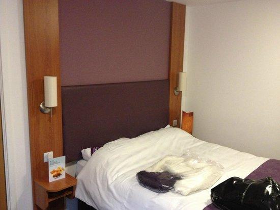 Premier Inn Swanley Hotel : double room bed