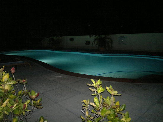 Buccaneer Beach Club: Pool at night