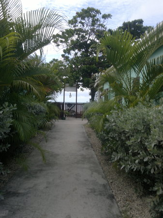 Buccaneer Beach Club: Gate onto the beach