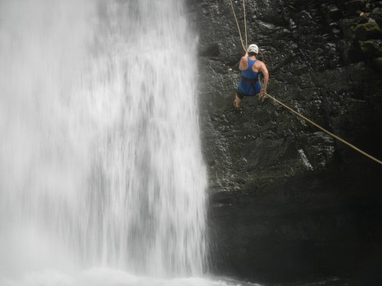 Diamante Verde Tours: Mom rappelling