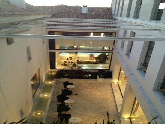 Vincci Seleccion Posada del Patio: Blick in den Innenhof des Hotels