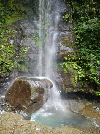 Diamante Verde Tours: Beautiful scenary - loving that waterfall