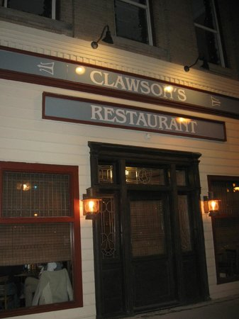 Clawson's 1905 Restaurant: Front entrance faces historic Beaufort marina