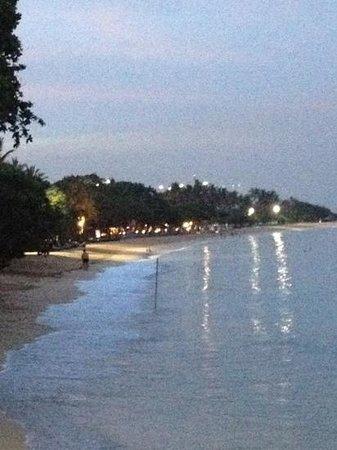 Melia Bali Indonesia: тапас бар на берегу океана