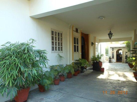 Barwara Kothi: entrance