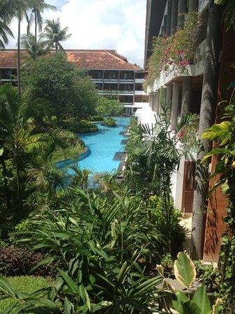 Melia Bali Indonesia: номера лагуны на первом этаже, выход в бассейн из номера