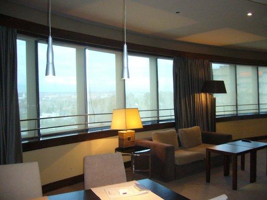 Eurostars Suites Mirasierra : Baies vitrees
