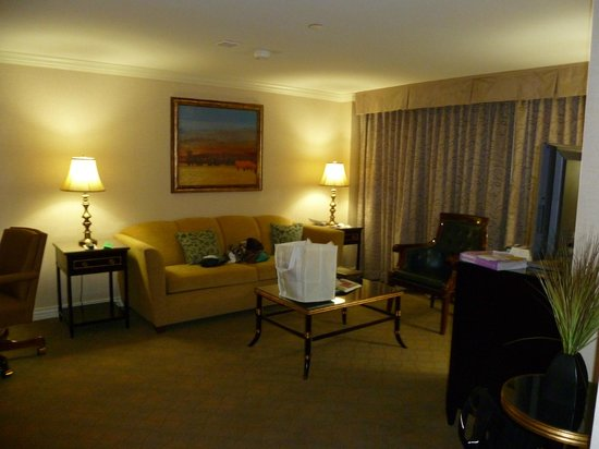 Warwick Denver Hotel: Main room of suite
